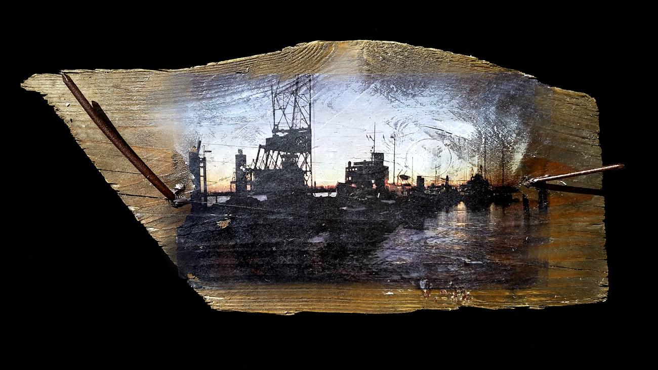 Kräne am Museumshafen ~ Fundort des Holzes: Hamburg